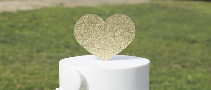 Bodas: Tarta de Boda Blanca y Macarons -White wedding Cake and Macarons.
